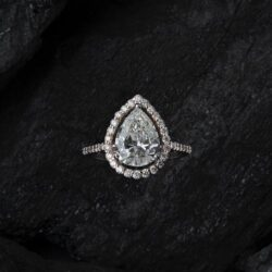 10 Pear Shaped Engagement Rings We Love
